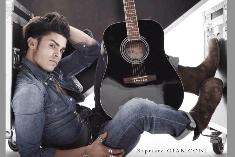 Baptiste_Giabiconi Foto mit Gitarre