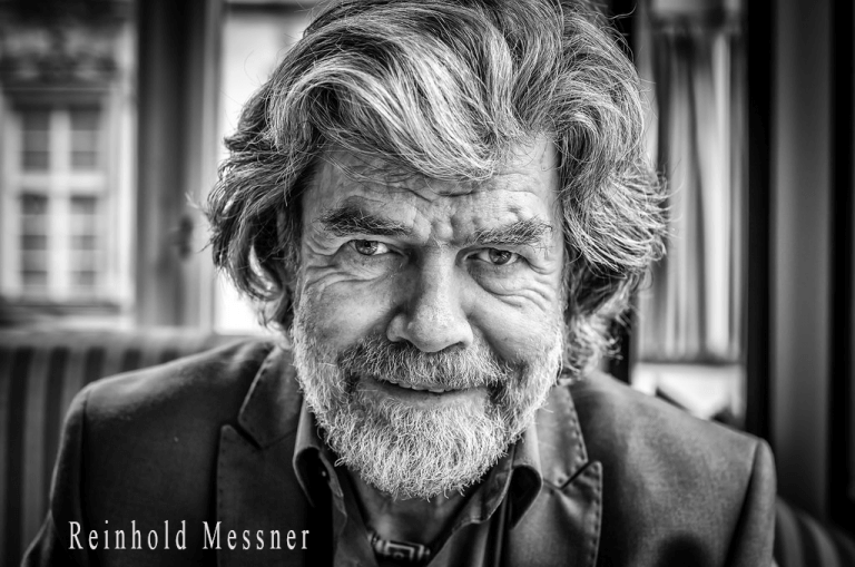 Reinhold Messner schwarz Weiß Profil Bild